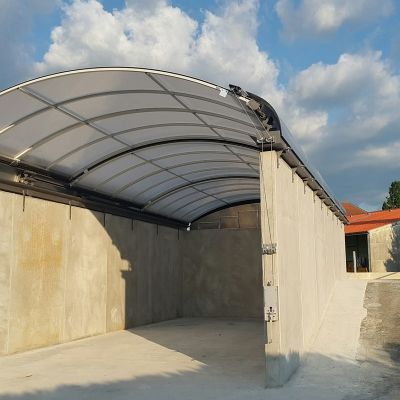 Mobile sliding roof in polycarbonate