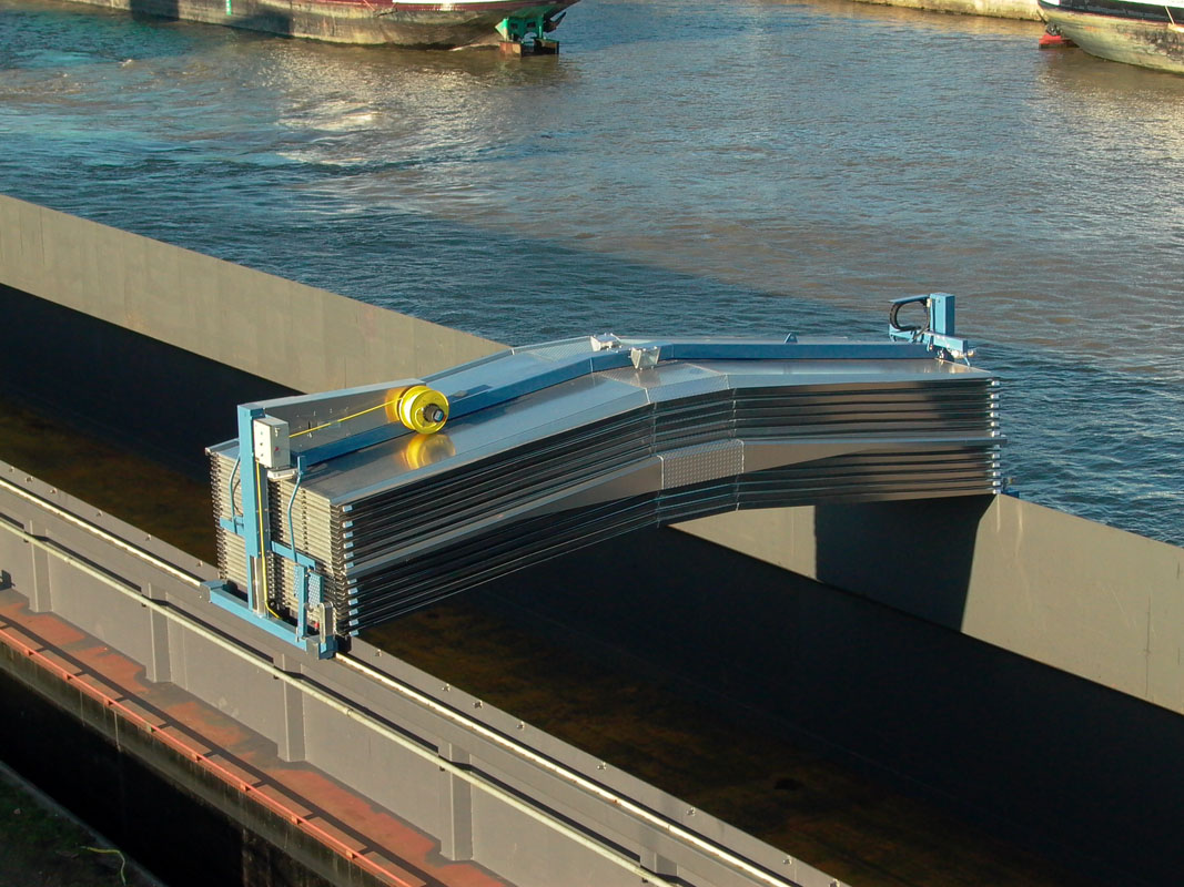 Blommaert Hatch Cover Cranes For Inland Vessels